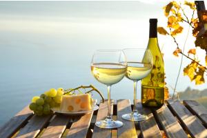 biale-wino-kieliszki