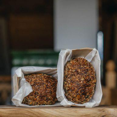 Chleb nie ma ani grama mąki - składa się z samych ziaren, które są połączone olejem słonecznikowym i miodem