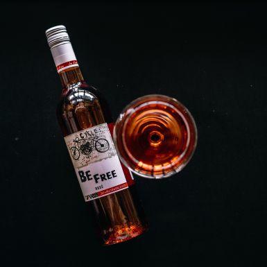 Różowe wino bezalkoholowe