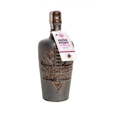 Miód pitny wlany jest do kamiennej butelki
