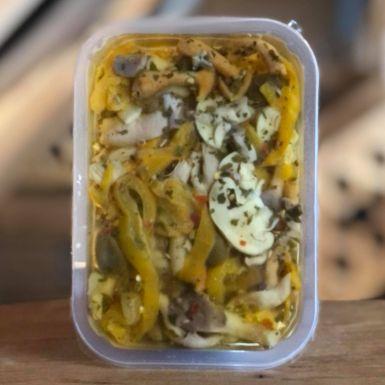 Funghi e olive - świeża sałatka z grzybów