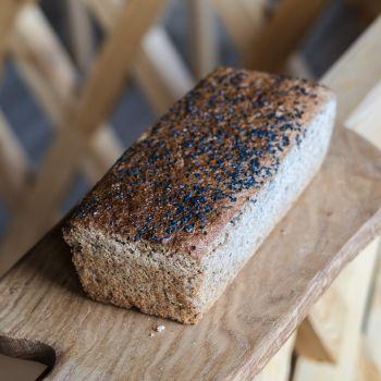 Chleb żytni razowy z czarnuszką