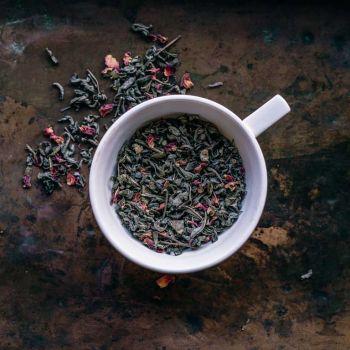 Zielona herbata z płatkami róży