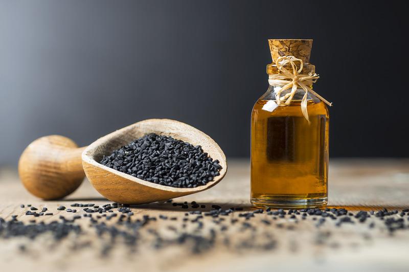 czarnuszka moze miec postac ziaren i oleju