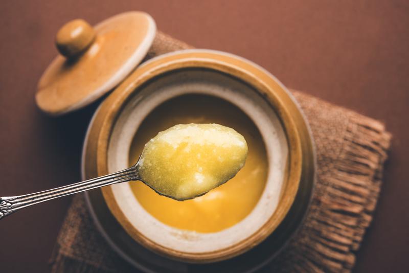 masło klarowane warto trzymać w szczelnie zamkniętym opakowaniu