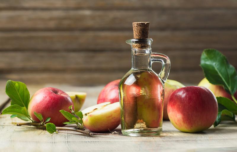 ocet-jablkowy-i-jablka