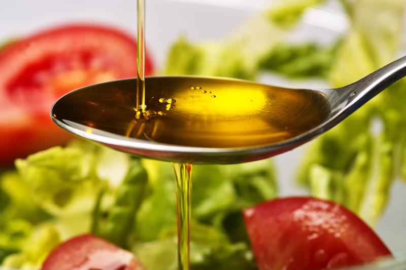 olej-rzepakowy-na-lyzce