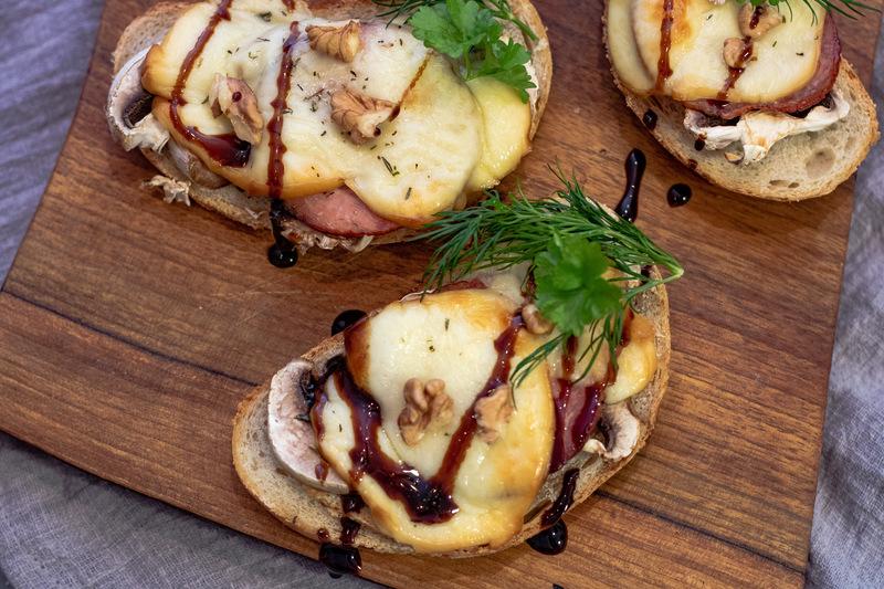 oscypek-z-grilla-kanapka