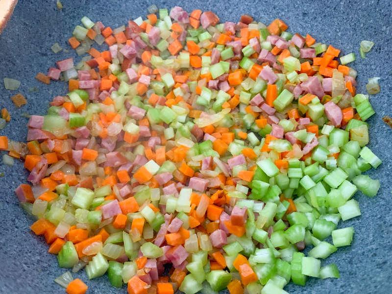 podsmazanie-warzyw-do-bolognese