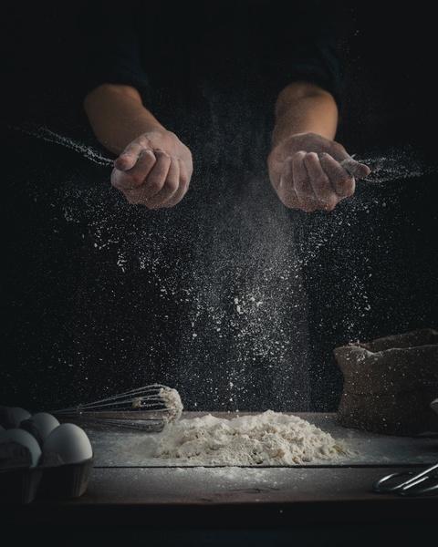 wyrabianie ciasta z mąki typu 00